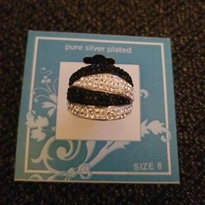 Jewelry - Silver & black ring